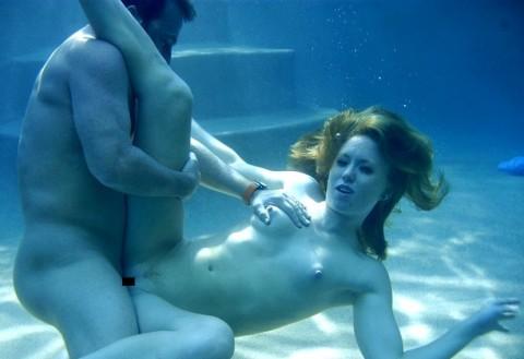 水中セックスエロ画像_16
