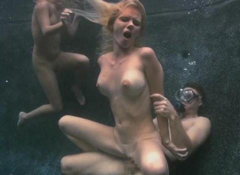 水中セックスエロ画像_30