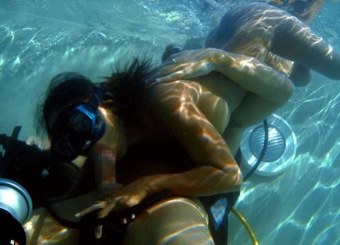水中セックスエロ画像_5