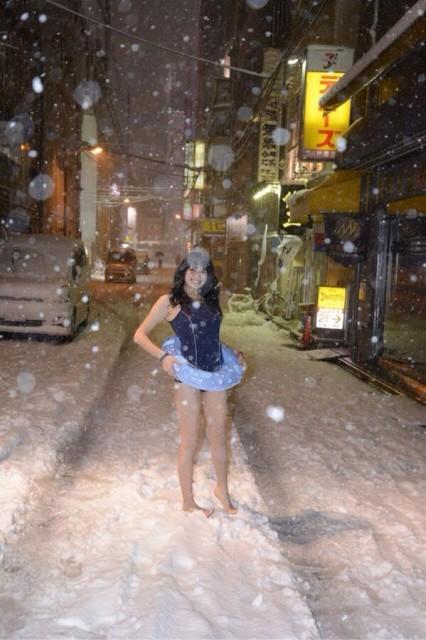 雪国露出画像 001