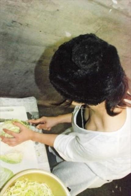 素人胸チラ画像 001