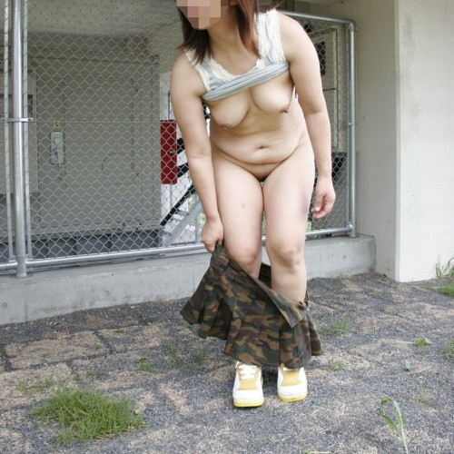 熟女野外ヌード画像 025