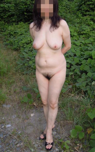 熟女野外ヌード画像 031