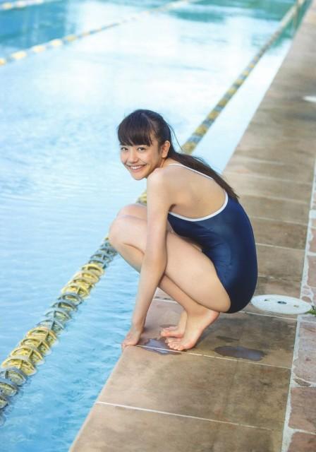松井愛莉のスクール水着