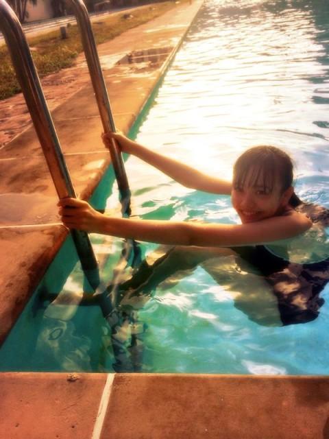 水泳を楽しむ松井愛莉
