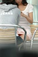 【エロ画像】座りパンチラ 画像まとめ55枚☆股間がゆるいスカート姿の女がしゃがんだり座ったりするとこうなるwwwwwwwwwwwwwwwwww| パンチラえろ画像