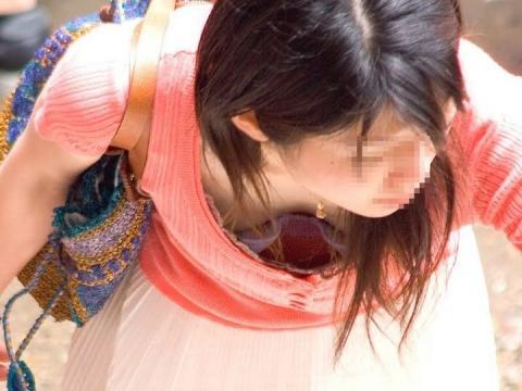 胸チラ 画像059