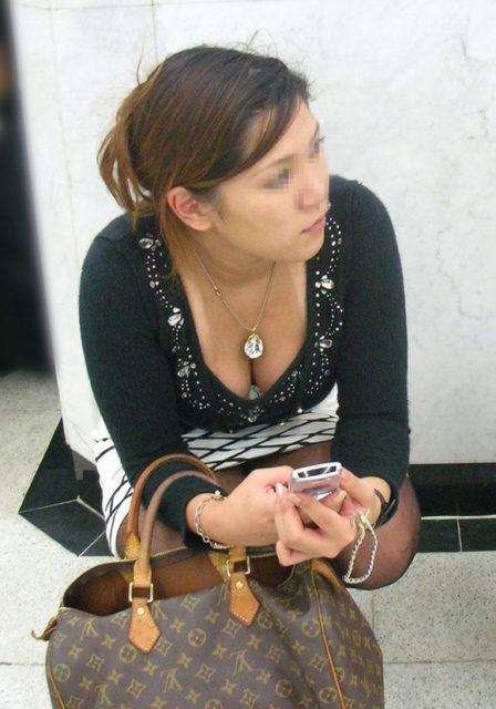 胸チラ 画像076