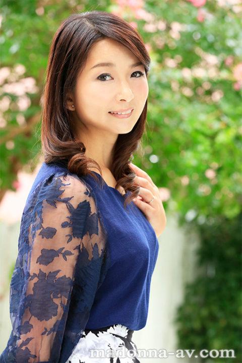 一色桃子 画像022
